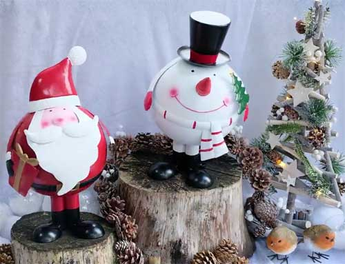 Metal bobbing outdoor or indoor Santa Christmas character