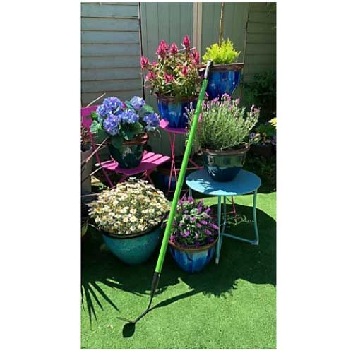 Cultimate weeder with an extended handle to help reach high up or across flower beds